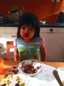 Cissi äter chokladmousse