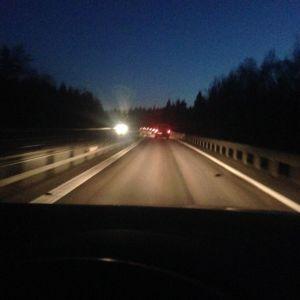 mörkt och mycket trafik