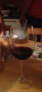 Skatan fick ett glas gott vin till det stekta risen med kyckling